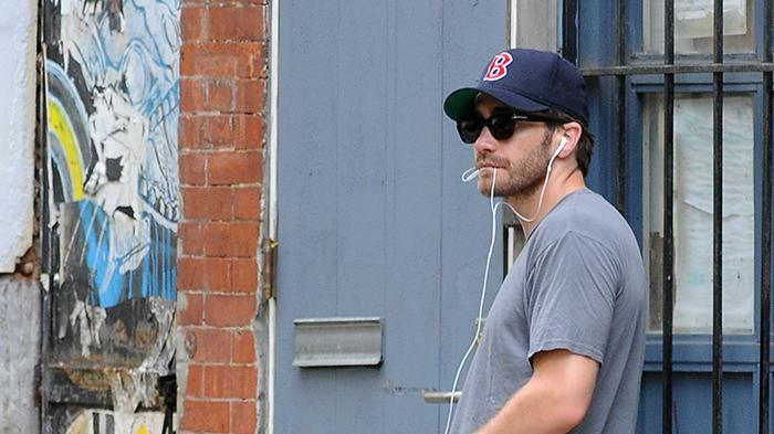 Excluisve - Jake Gyllenhaal Walks His Girlfriend's Dog