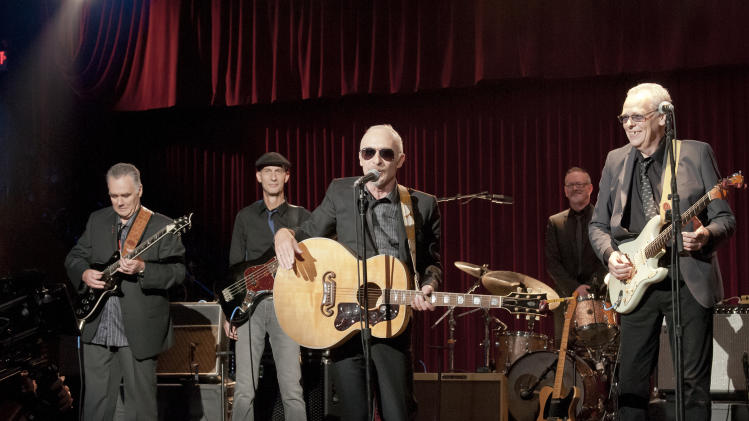 Graham Parker back with his band after 3 decades