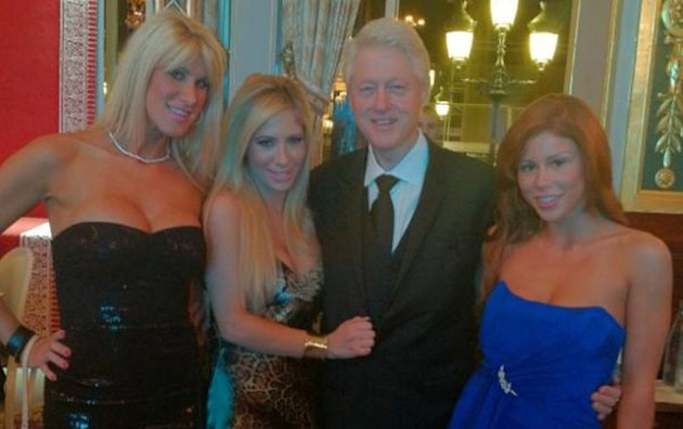 PHOTO Bill Clinton avec des stars du porno à Monaco