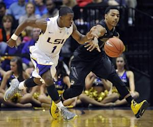 Hickey leads LSU past No. 17 Missouri 73-70