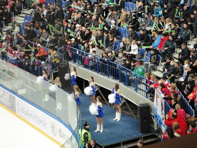Cheerleaders at WJHC 2013 (Sunaya Sapurji)
