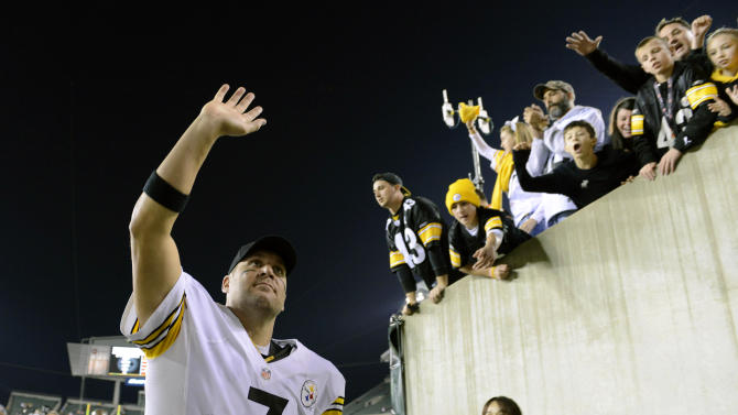 Pittsburgh Steelers quarterback Ben Roethlisberger (7) waves as he leaves the field after the Steelers defeated the Cincinnati Bengals 24-17 during an NFL football game, Sunday, Oct. 21, 2012, in Cincinnati. (AP Photo/Michael Keating)