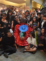 GaGa Batal, Little Monster Lakukan Flashmob