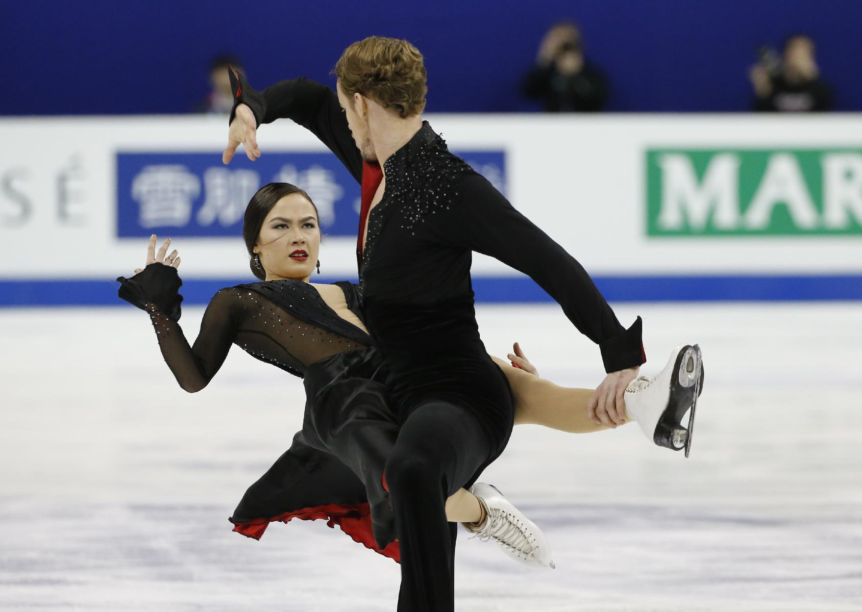 Canadians take big lead in pairs at figure skating worlds