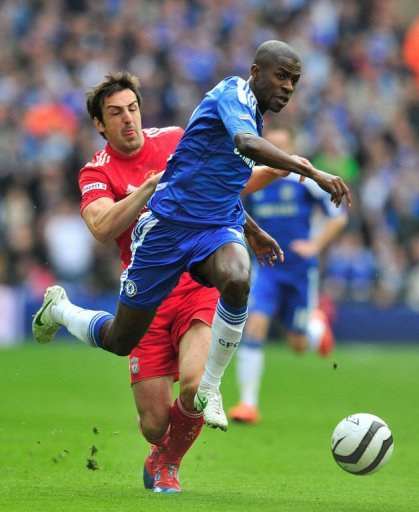 Chelsea's midfielder Ramires (R) evades the challenge of Liverpool's defender Jose Enrique