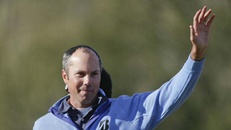 Matt Kuchar waves to the crowd after beating Hunter Mahan 2 and 1 in the final round of play during the Match Play Championship golf tournament, Sunday, Feb. 24, 2013, in Marana, Ariz. (AP Photo/Julie Jacobson)