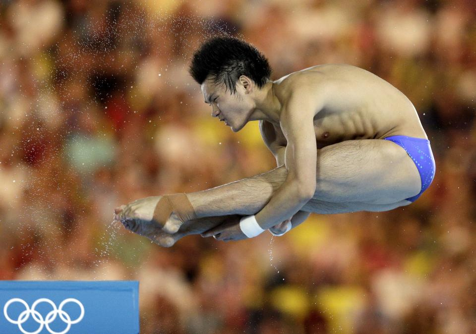 Qiu Bo from China competes during the men's 10-meter platform diving semi final at the Aquatics Centre in the Olympic Park during the 2012 Summer Olympics in London, Saturday, Aug. 11, 2012. (AP Photo/Michael Sohn)
