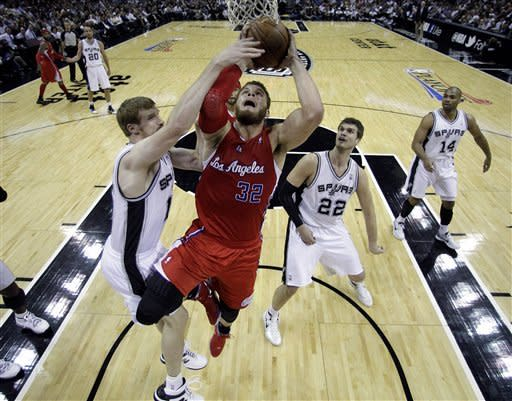 Sweet 16: Streaking Spurs go up 2-0 on Clippers