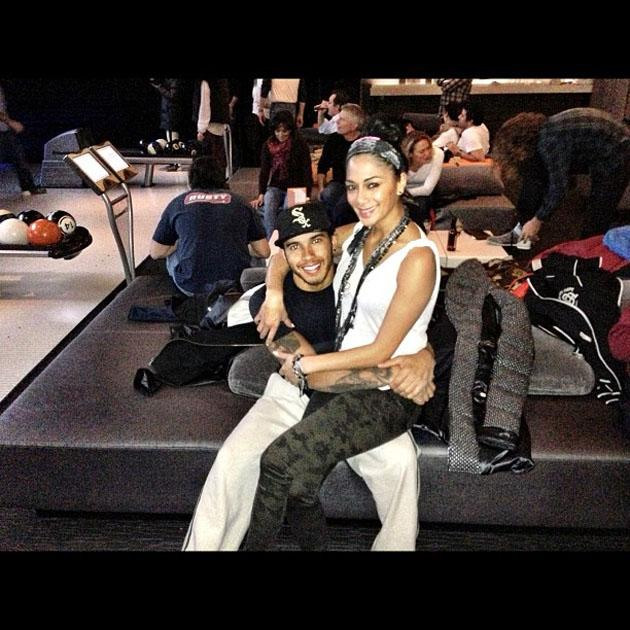 Celebrity Twitpics: Lewis Hamilton and Nicole Scherzinger cosied up for this cute Twitter photo after a date where they went bowling. Too. Cute.