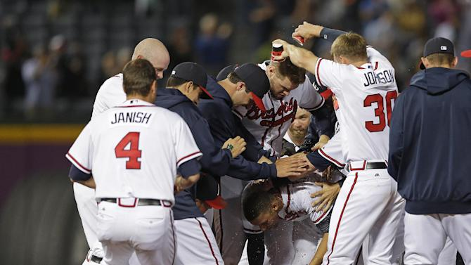 Simmons, Braves beat Brewers in 9th inning, 3-2