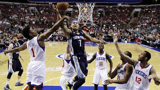 Memphis Grizzlies' Jerryd Bayless (7) shoots against Philadelphia 76ers' Nick Young (1), Spencer Hawes, obscured, Jrue Holiday (11), Thaddeus Young (21) and Evan Turner (12) during the first half of an NBA basketball game, Monday, Jan. 28, 2013, in Philadelphia. (AP Photo/Matt Slocum)