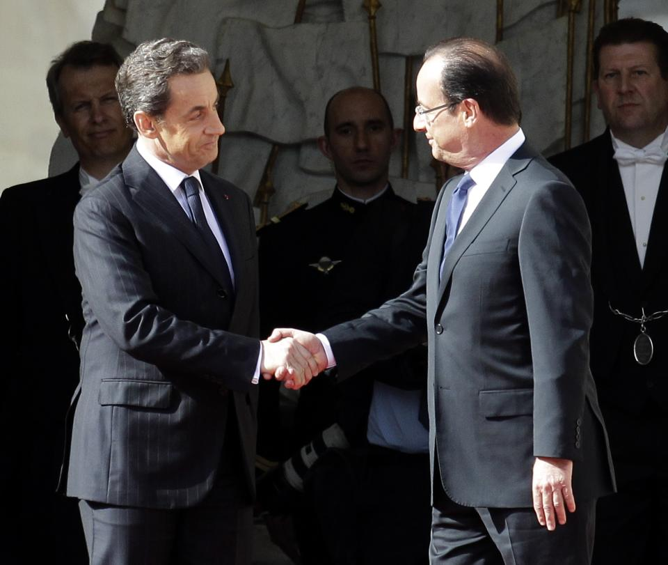 Outgoing French President Nicolas Sarkozy, left, welcomes President-elect President Francois Hollande before the handover ceremony, Tuesday, May 15, 2012 in Paris.  (AP Photo/Michel Euler)