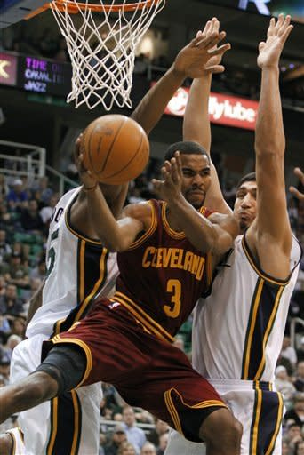 Jefferson scores 30, Jazz beat Cavs 113-105