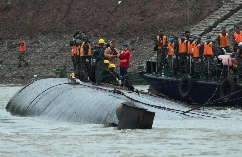 Chinese rescuers cut sunken ship's hull in search for survivors