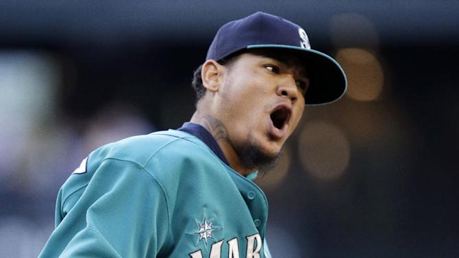 King Felix wins 3rd straight, Mariners top Astros