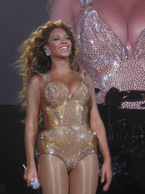 Photo Drama: Beyonce's Ban, Topless Kate Photos Charges, and Justin Bieber's Cleavage Tattoo