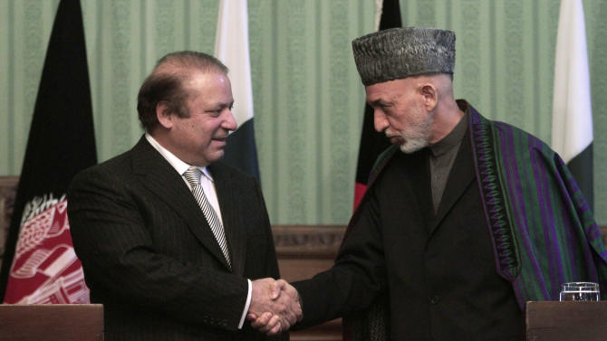 Afghan President Hamid Karzai shakes hands with Pakistani Prime Minister Nawaz Sharif during a joint press conference in Kabul, Afghanistan, Saturday, Nov. 30, 2013. Sharif said Saturday that the recent release of a senior Taliban leader shows he is committed to helping bring peace to Afghanistan. (AP Photo/Rahmat Gul)