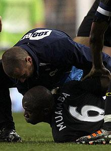 Bolton's Fabrice Muamba hospitalized after scary collapse during FA Cup