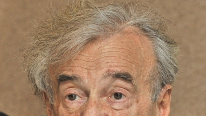 """FILE - In this Dec. 10, 2009 file photo, Holocaust survivor and Nobel Peace Prize winning author Elie Wiesel  speaks during a news conference in Budapest, Hungary. Wiesel says he's """"repudiating"""" a Hungarian state award he received in 2004 because top officials in Budapest recently attended a May 27, 2012 ceremony for a Nazi sympathizer. (AP Photo/Bela Szandelszky, File)"""