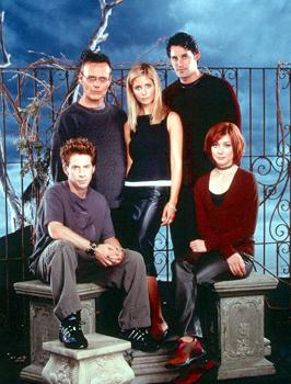 Clockwise from bottom left - Seth Green, Anthony Stewart Head, Sarah Michelle Gellar, Nicholas Brendon, Alyson Hannigan of Buffy The Vampire Slayer