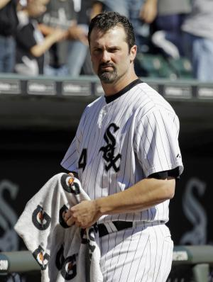 Konerko stays with White Sox