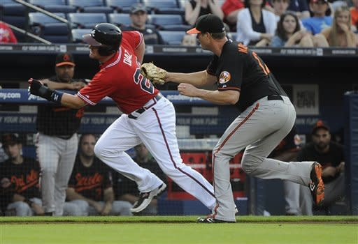 Simmons hits HR, Braves beat Orioles 4-2