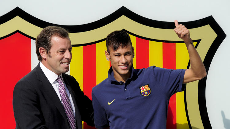 FC Barcelona's Brazil player Neymar (R) poses with Barcelona's President Sandro Rosell at Camp Nou stadium in Barcelona, on June 3, 2013