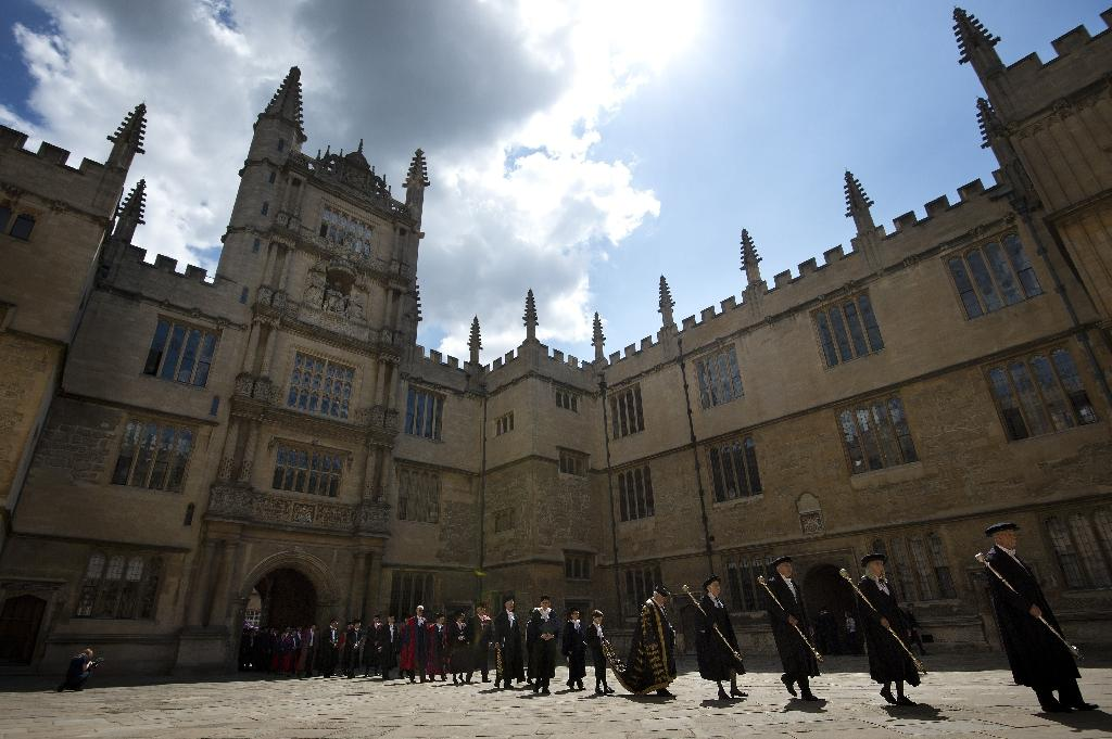 Oxford's Rhodes scholarships open up to Chinese students