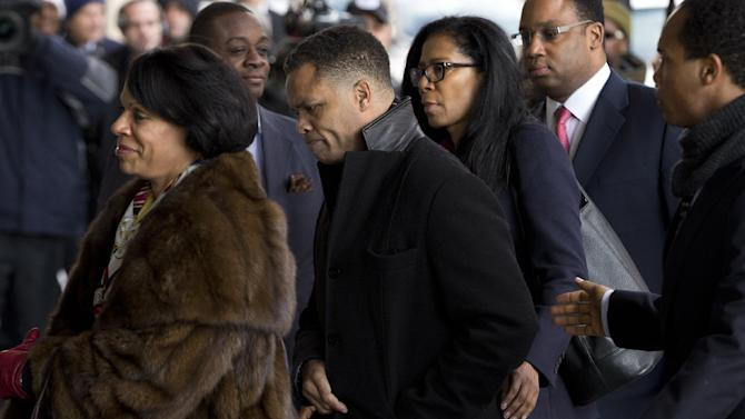 Former Illinois Rep. Jesse Jackson Jr., center, arrives at the E. Barrett Prettyman Federal Courthouse in Washington, Wednesday, Feb. 20, 2013. Jackson and his wife were to appear in federal court to answer criminal charges that they engaged in an alleged scheme to spend $750,000 in campaign funds on personal items. (AP Photo/Evan Vucci)