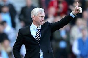 Pardew aims to finish above Manchester United