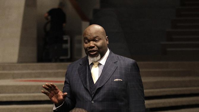 This Aug. 13, 2012 photo shows Bishop T.D. Jakes, foreground, speaking to a group of young adults he mentors at the Potters House in Dallas. Jakes' work as a film producer has motivated him to mentor more young people.  As producer for the remake of Sparkle staring Whitney Houston, Jakes and others see Houston's spirit of mentoring  and true-to-life role in the film, in which she plays a singer trying to raise her children in the church so they avoid some of the mistakes she made during her career. (AP Photo/LM Otero)