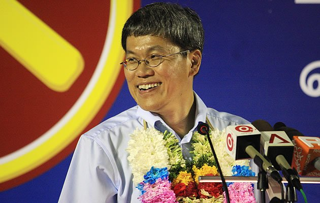 WP candidate Png Eng Huat says a vote for the PAP in Saturday's polls will be a vote in the wrong direction (Yahoo! Photo)