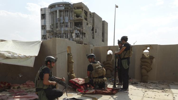 Members of the ISOF take their positions during clashes with militants of the Islamic State in a neighbourhood in Ramadi