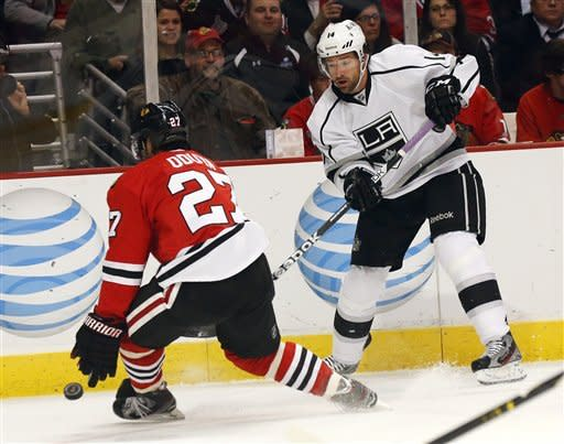 Brown lifts Kings past Blackhawks 5-4