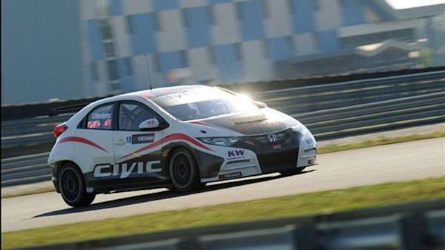 Honda test WTCC Civic again