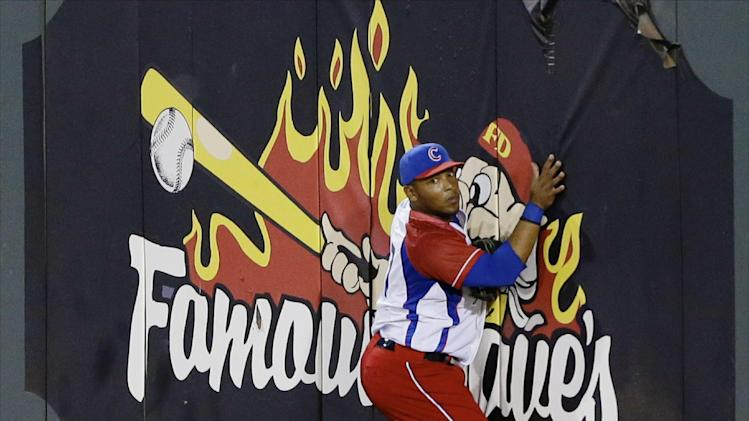 Cuban baseball player Yasmani Tomas defects