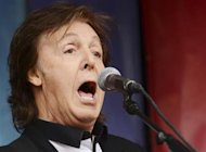 "Singer Paul McCartney performs during an impromptu concert to promote his album ""New"" at Covent Garden in London October 18, 2013. REUTERS/Philip Brown"