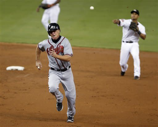 Medlen wins again, Braves top Marlins 3-0