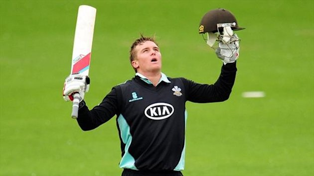 Jason Roy looks to the sky after bringing up three figures