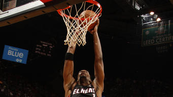 Heat score 17 straight late, rally past Suns 99-95