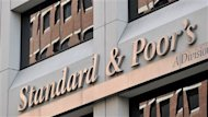 L&#39;agence Standard and Poor&#39;s (S&P) a abaiss vendredi d&#39;un cran la note de crdit de six institutions financires canadiennes, dont trois qubcoises, voquant la faiblesse des taux d&#39;intrt