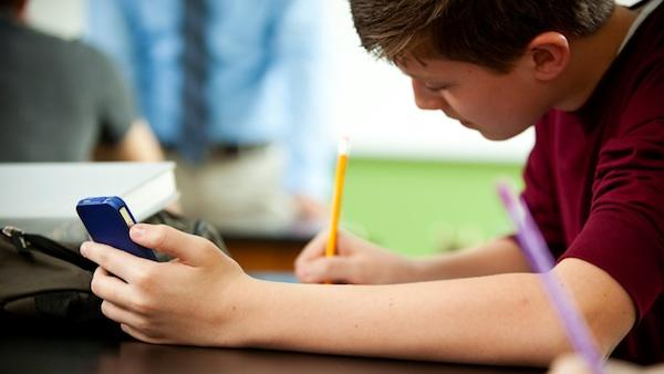 Parents: Do Your Kids Use Their Mobile Devices to Cheat At School?