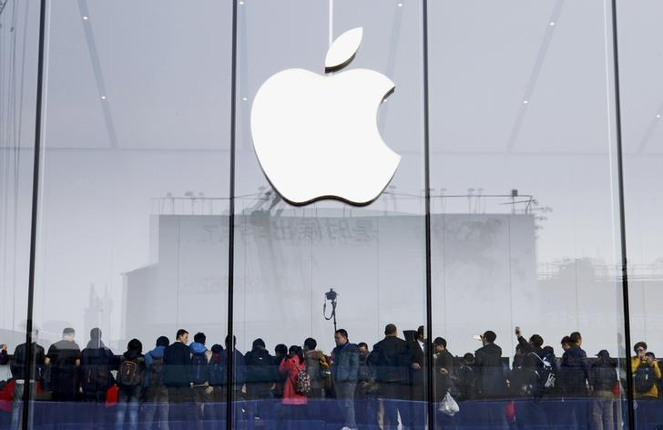 Apple car rumours fuel Geneva debate about car of future