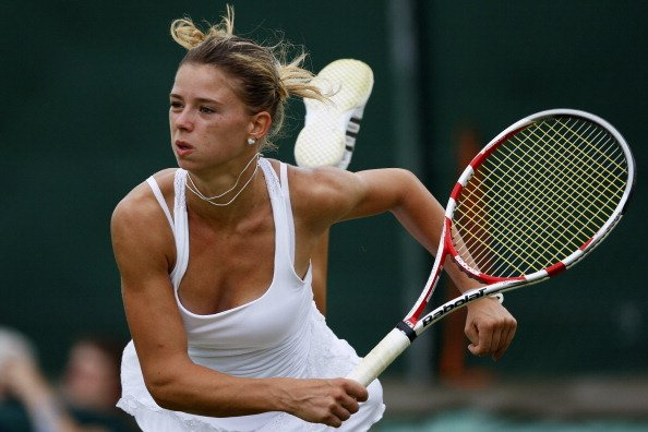 Camila Giorgi es una italiana de 20 aos, hija de argentinos. Sergio, su padre y entrenador, nacido en La Plata, estuvo en Malvinas, y a su regreso se march. Ella tiene el corazn dividido. &quot;Jugara 
