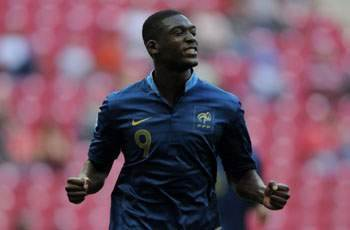 Arsenal signs Sanogo from Auxerre