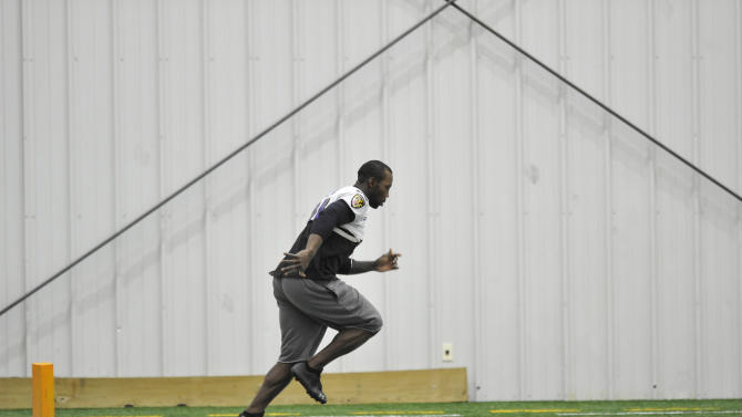 Baltimore Ravens wide receiver Anquan Boldin warms up during football practice Saturday, Jan. 26, 2013 in Owings Mills, Md. (AP Photo/Gail Burton).