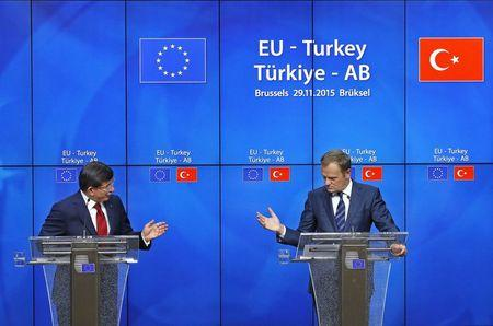Turkish Prime Minister Ahmet Davutoglu and European Council President Donald Tusk attend a news conference after a EU-Turkey summit in Brussels