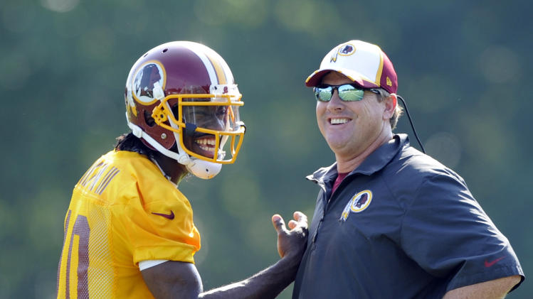 Stark contrasts for RG3 as Redskins open camp