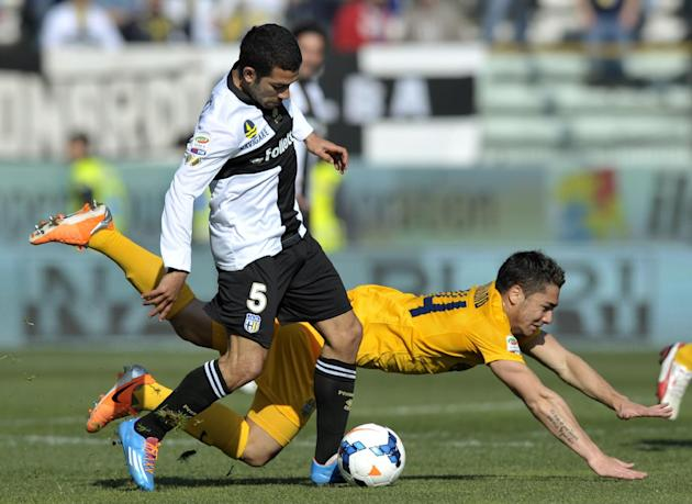 Parma's Walter Gargano of Uruguay, left, vies for the ball with Verona's Ezequiel Adrian Cirigliano of Argentina, during their Serie A soccer match at Parma's Tardini stadium, Italy, Sunda