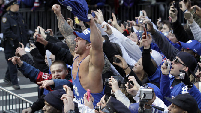 new York Giants fans cheer during the team's NFL football Super Bowl parade in New York, Tuesday, Feb. 7, 2012. The Giants returned from their Super Bowl win to a celebration the likes that only New York can throw: a ticker-tape parade in the Canyon of Heroes on Broadway, where the city has honored stars for almost a century. (AP Photo/Julio Cortez)